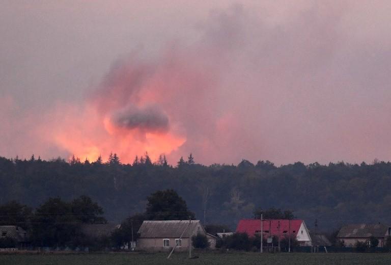 En ammunitionsdepå har exploderat i Ukraina | 10 000 evakuerade