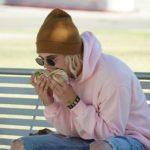 Bilden på Justin Bieber som äter en burrito från sidan är fake
