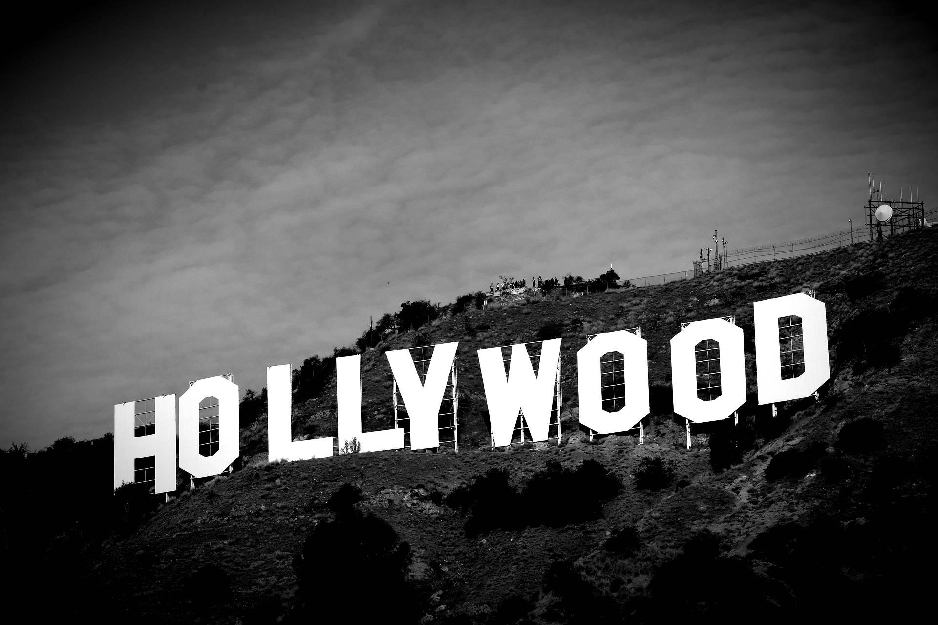 Inspelningarna för Svenska Hollywoodfruar pausas